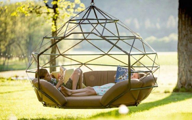 Kinder und Erwachsene können sich gut in dem Hängesessel entspannen - design des projekts kinder zusammen