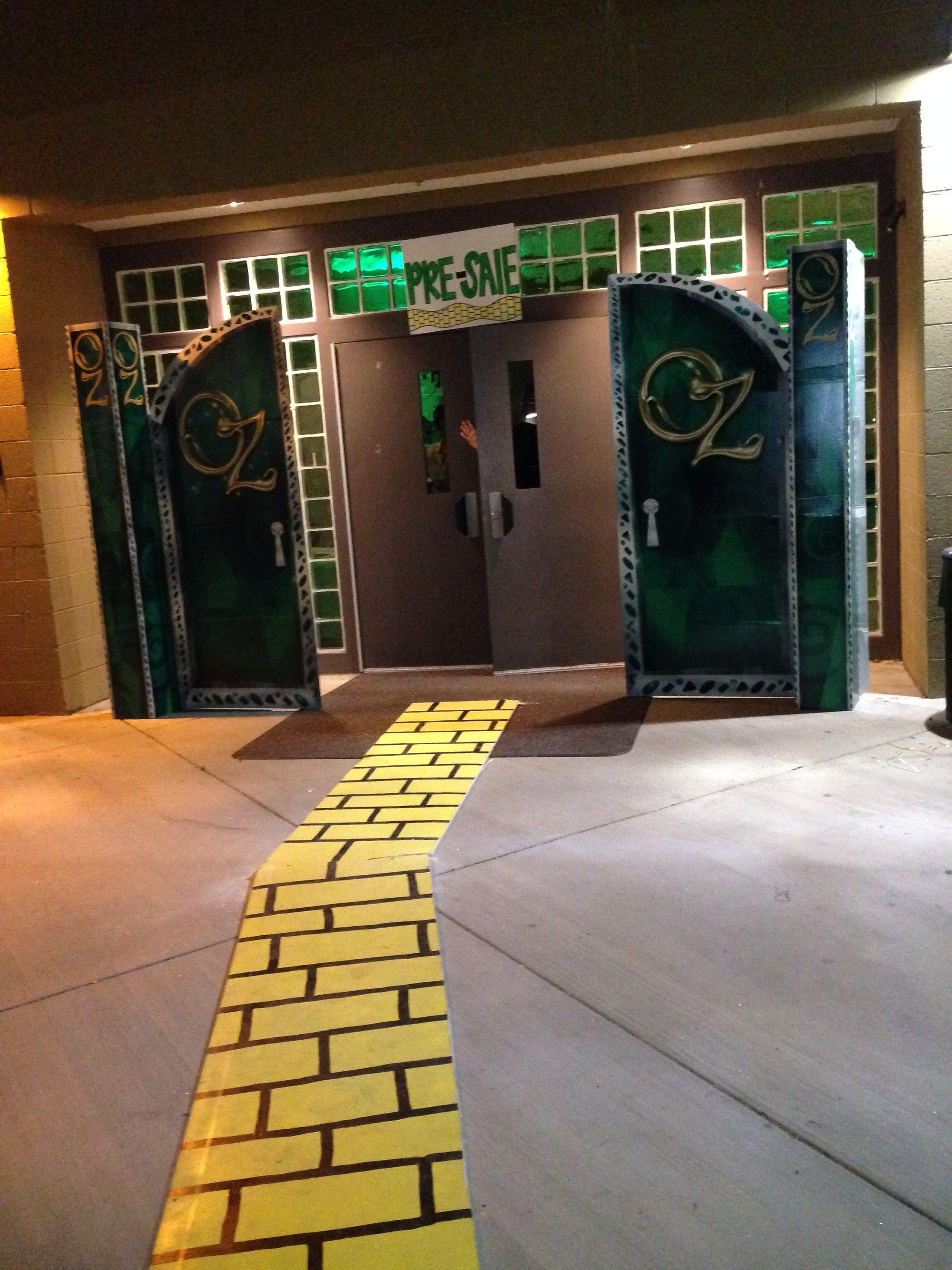 Wizard of oz spirit week theme with Oz doors