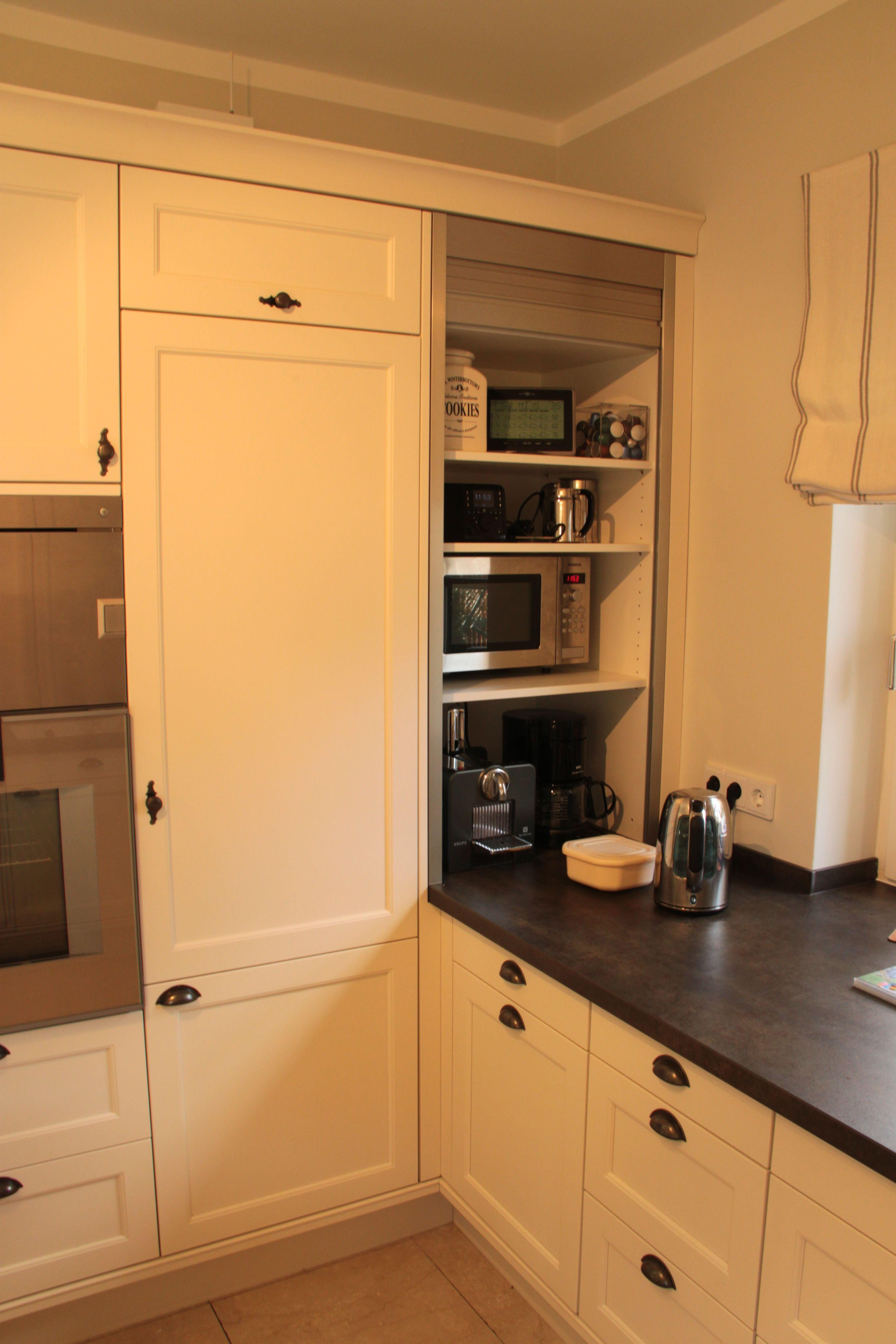 k che wei lackiert mit arbeitsplatte aus stein wohnen pinterest kuchen arbeitsplatte. Black Bedroom Furniture Sets. Home Design Ideas