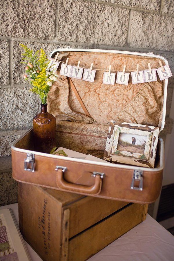 love notes suitcase! perfect reception decor! @Whenwillyou  Au