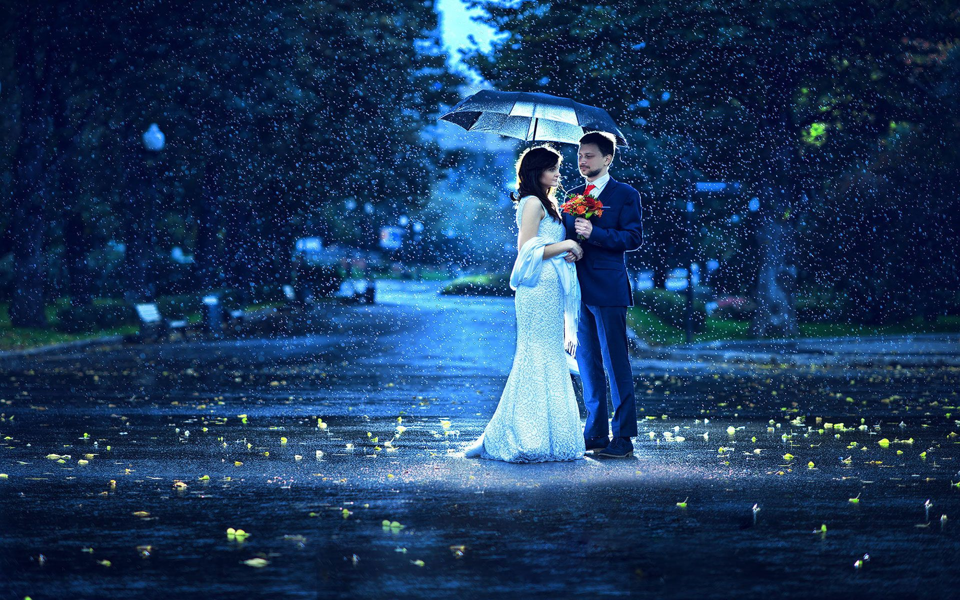 Sweet Couple Giving Flower In A Rainy Morning In 2020 Rain Photography Rainy Wedding Couple In Rain