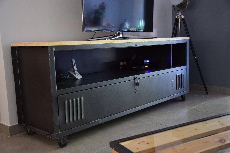Meuble Tv Avec Un Casier Metal Ac T Original Wood Creations Originales En Bois Ideebricolagemeuble Meuble Tv Meuble Casier Meuble