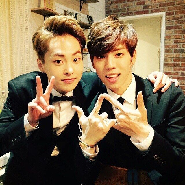 EXO's Xiumin and INFINITE's Dongwoo share new selca ...