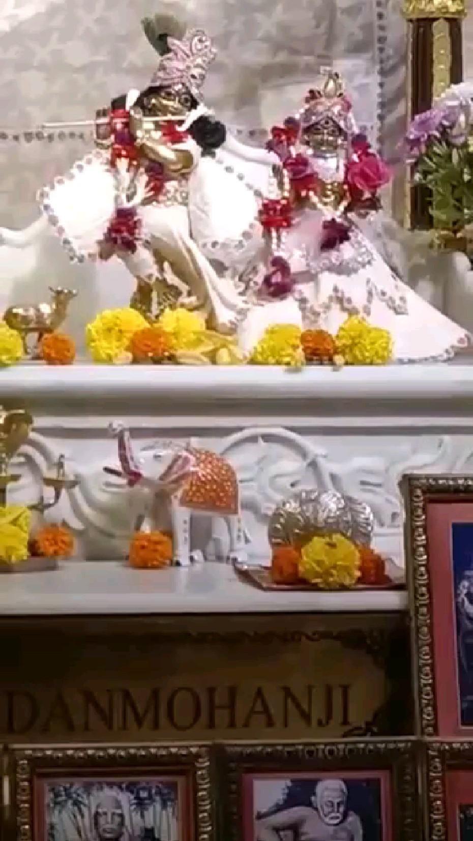 Mangala Aarti Darshan of Sri Sri Radha Madan Mohanji and Sri…