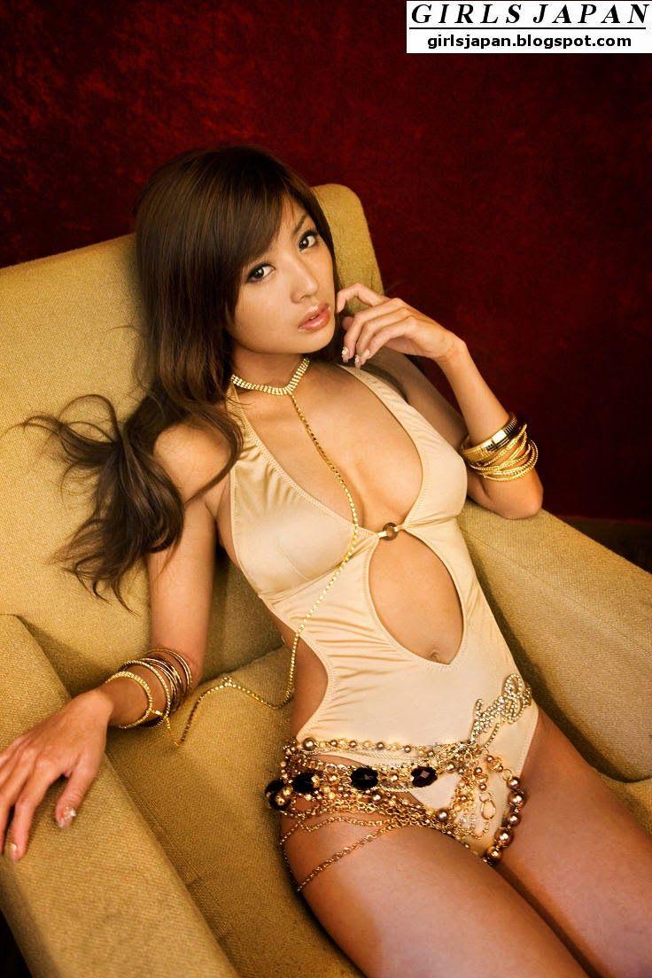 Asian girls get wet