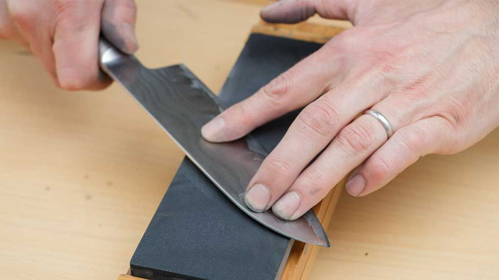 How to use a whetstone the 10 steps guideline knife