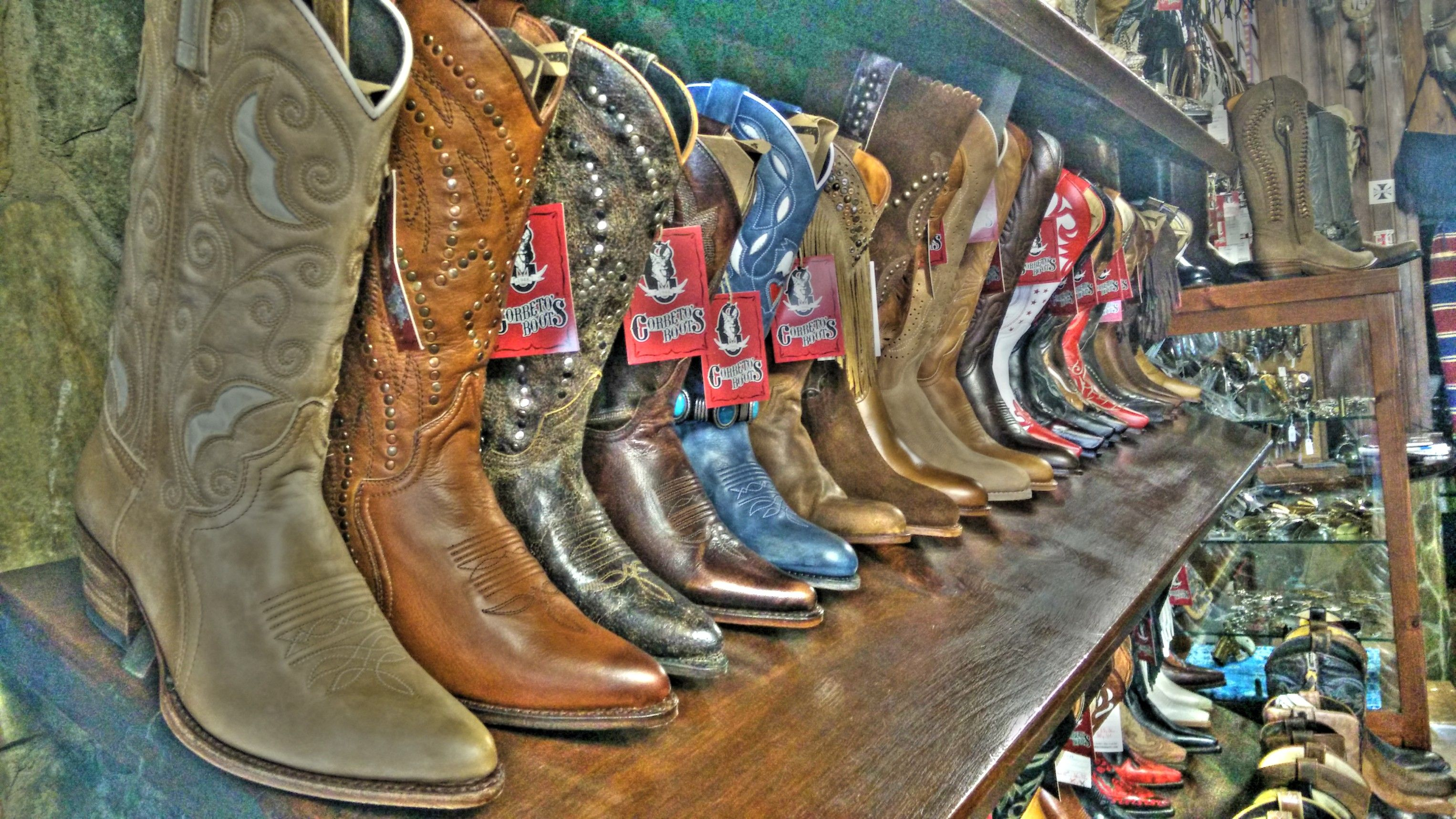 Algunas de las #botas #cowboy para mujer que puedes encontrar en Corbeto's Boots | Some of the cowboy boots you can find at Corbeto's #Boots - www.corbetosboots.com