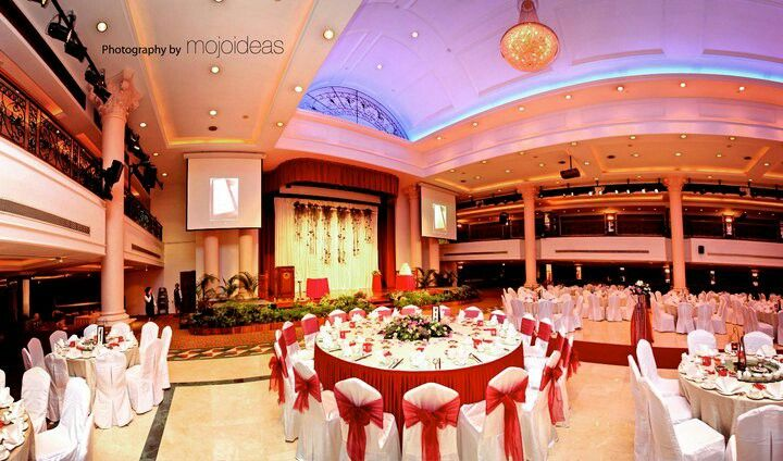 Orchid Country Club Grand Ballroom Function Room Isn T Acceptable In Terms Of Ceiling Height Function Room Ceiling Height Table Decorations