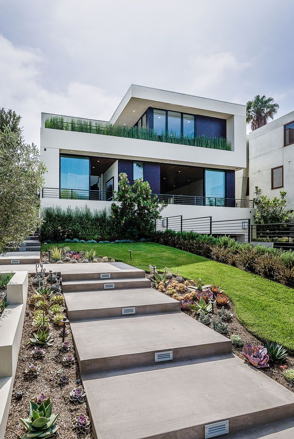 Francois Illas New Tradition: Exclusive New Home Overlooking The City Of Angels