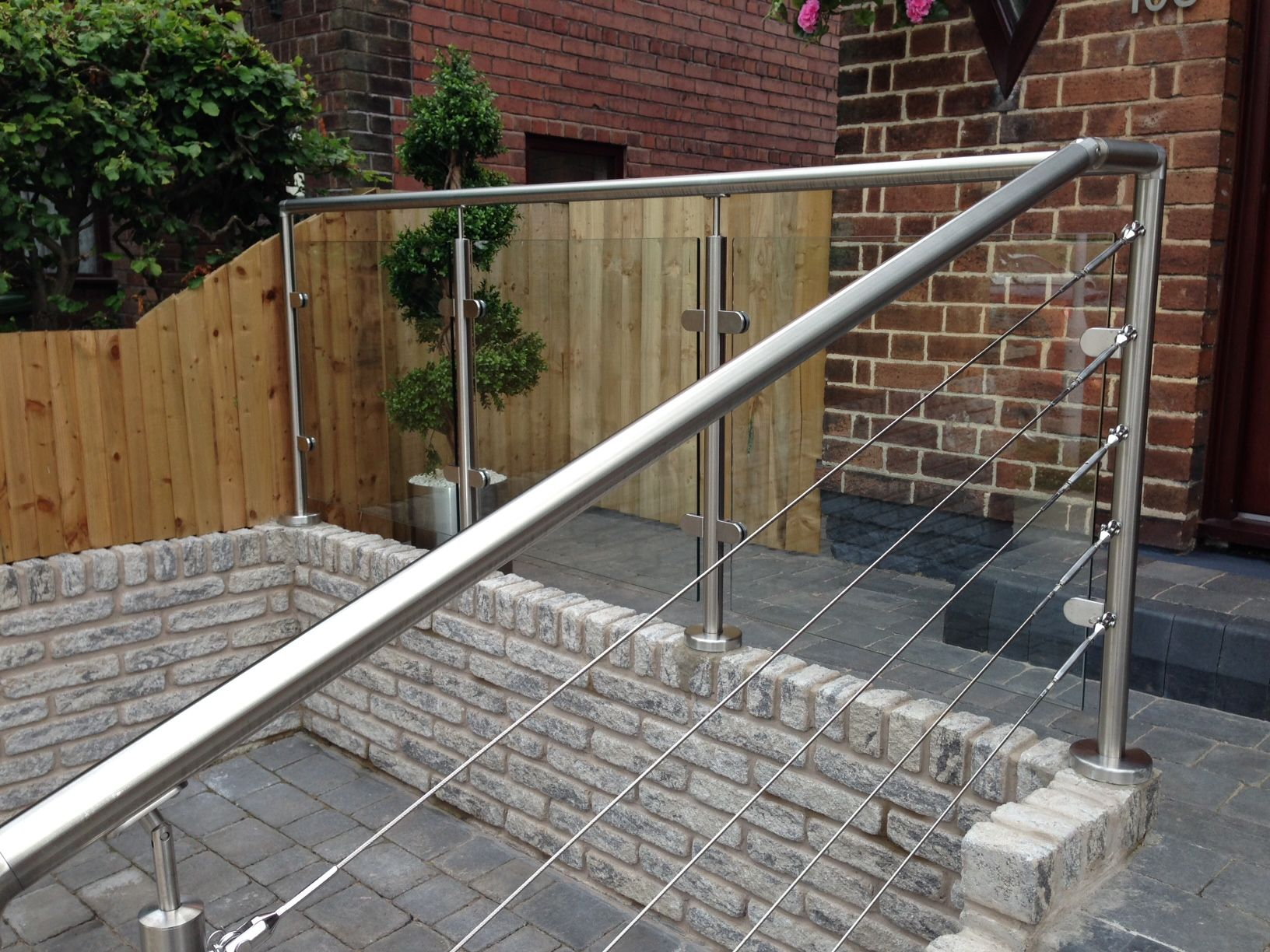 Best Stainless Steel Glass Wire Rope Balustrade Outdoor 640 x 480