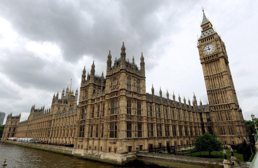 Neue Nachricht: Nach Brexit-Votum: Absturz des Pfunds reißtEU-Haushalt ins Minus - http://ift.tt/2dxtovw #nachricht