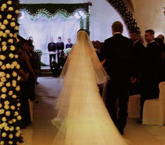 Tom Cruise And Katie Holmes Wedding Photo Gallery Celebrity Bride Wedding Wedding Photo Gallery