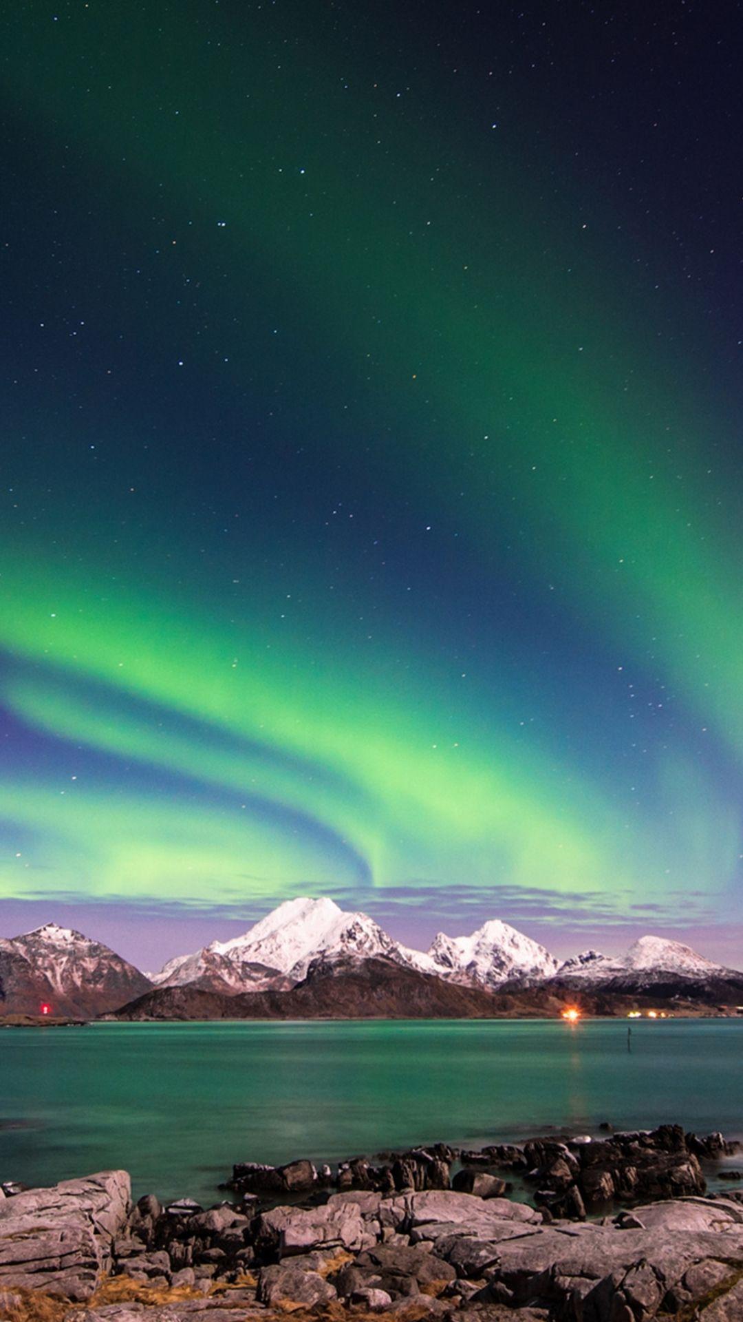 Earth aurora borealis aurora night mobile wallpaper for Sfondi desktop aurora boreale