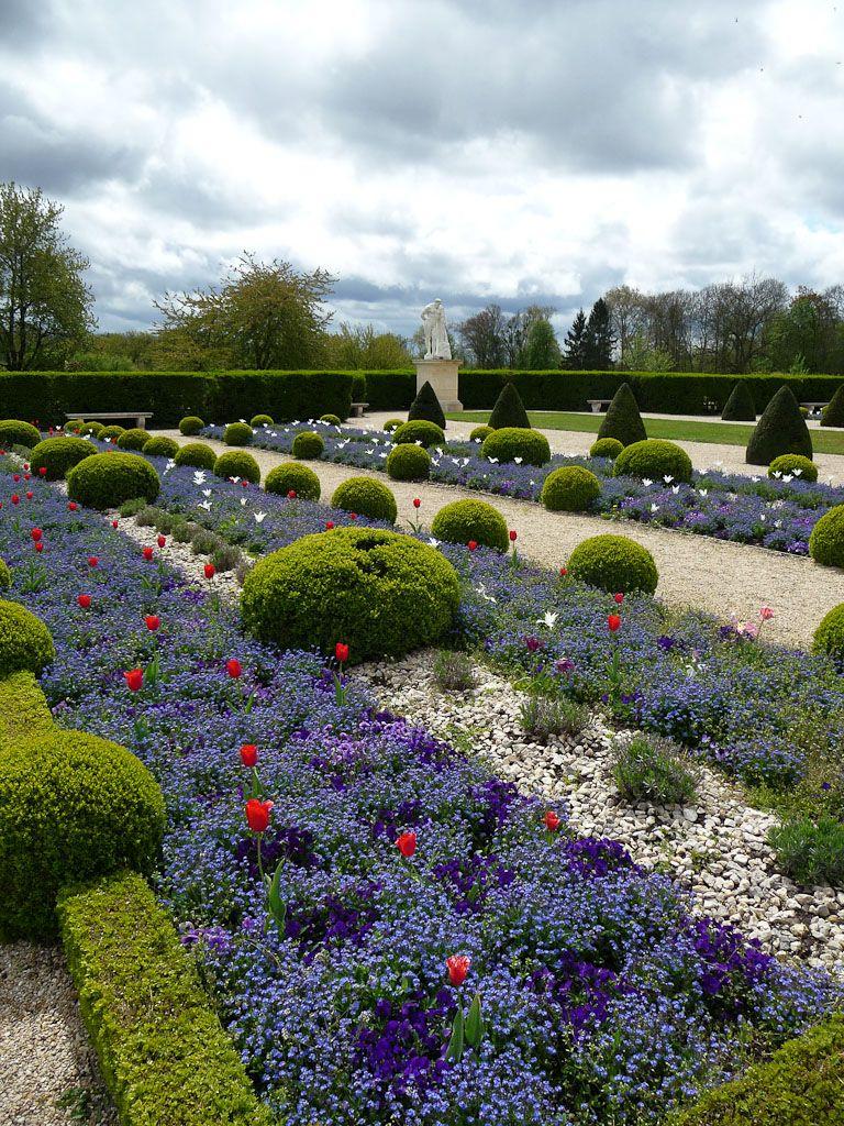topiary garden parterre de myosotis et tulipes. Black Bedroom Furniture Sets. Home Design Ideas