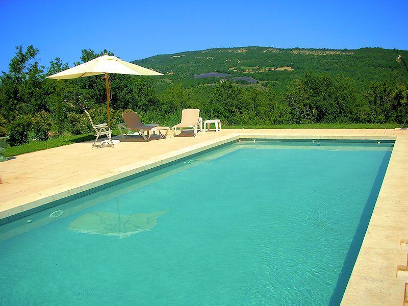 Location de vacances avec piscine pour 8 personnes dans le Luberon - location vacances provence avec piscine