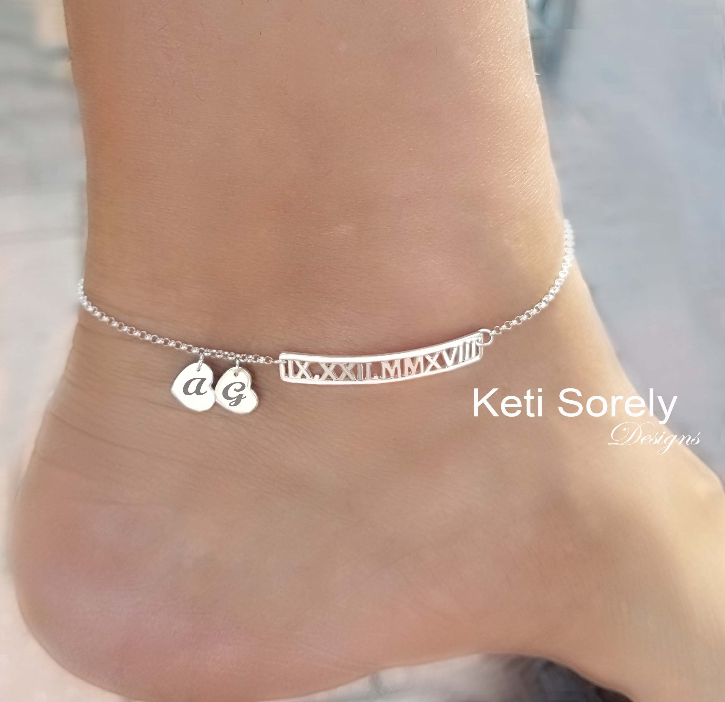 Personalized Roman Numerals Anklet With Engraved Initials Etsy In 2020 Anklet Designs Anklet Anklets