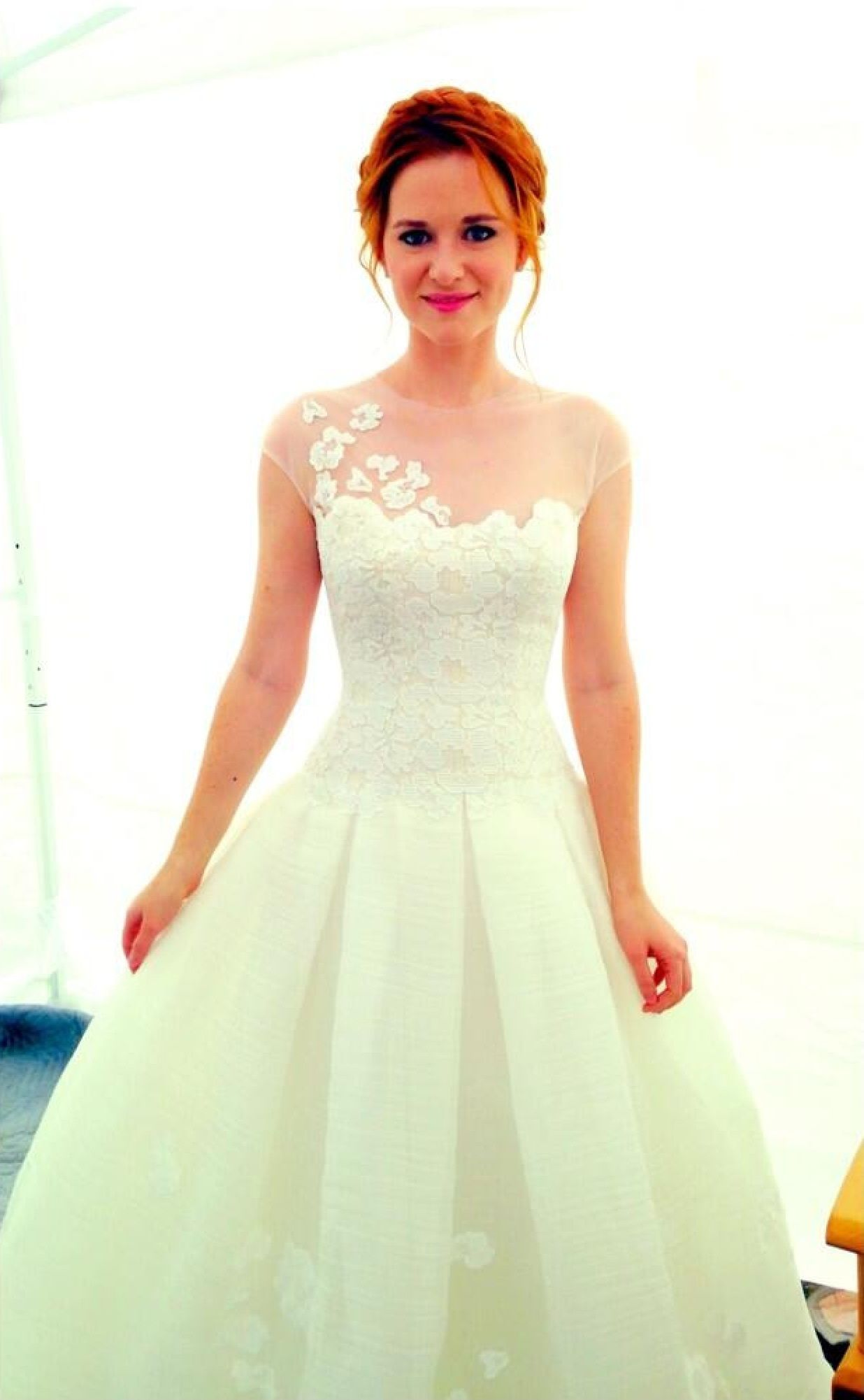 Sarah Drew as April Kepner on Greys Anatomy ♥ I fell in love with her dress, the updo & her barnstyle wedding!