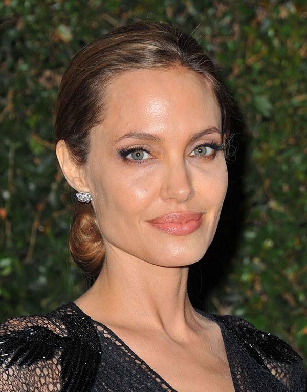 Angelina Jolie In Natural Make Up Angelina Jolie Brunette Hair Color Angelina