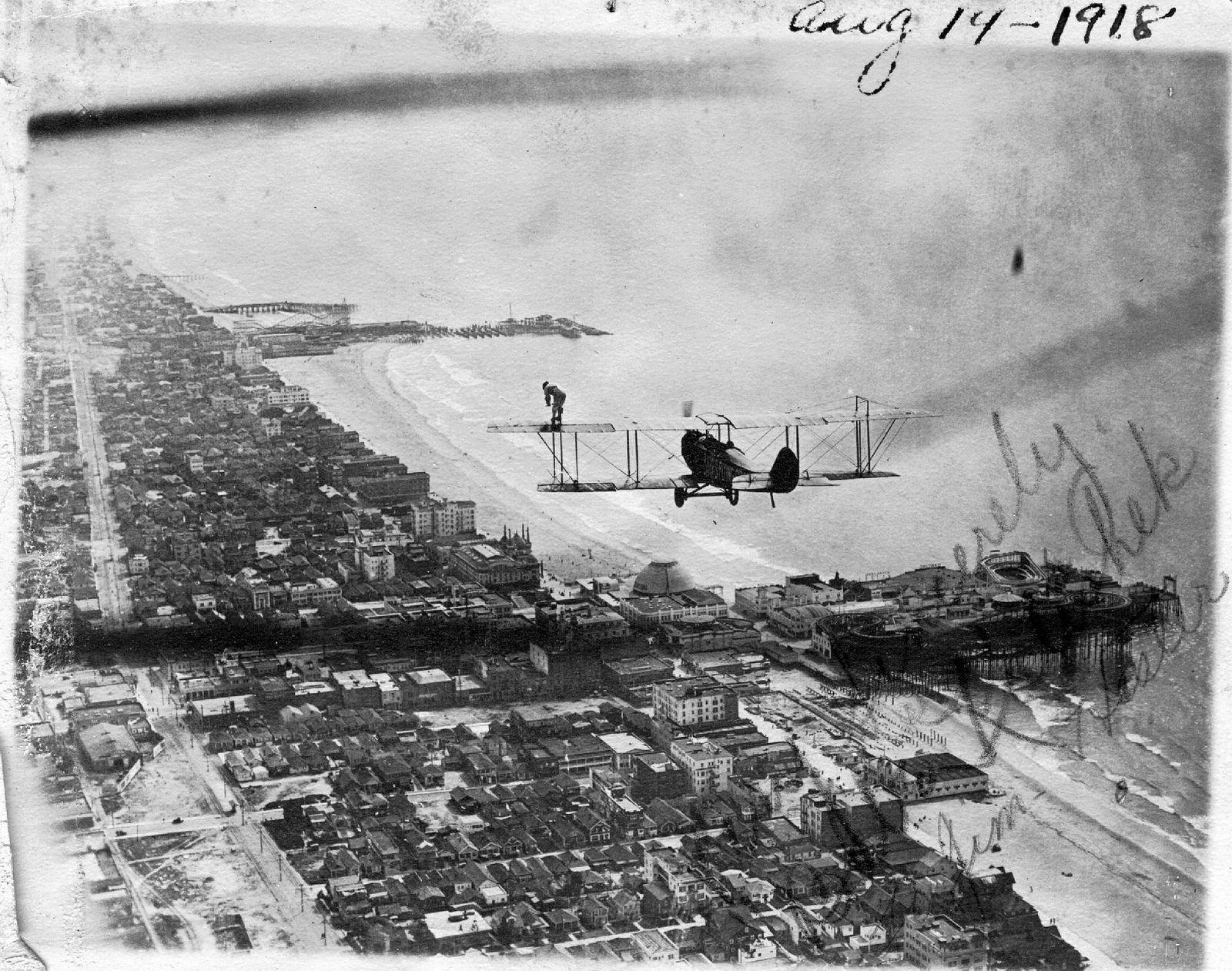 Curtiss JN with wing walker, Santa Monica, 14Aug18 Santa