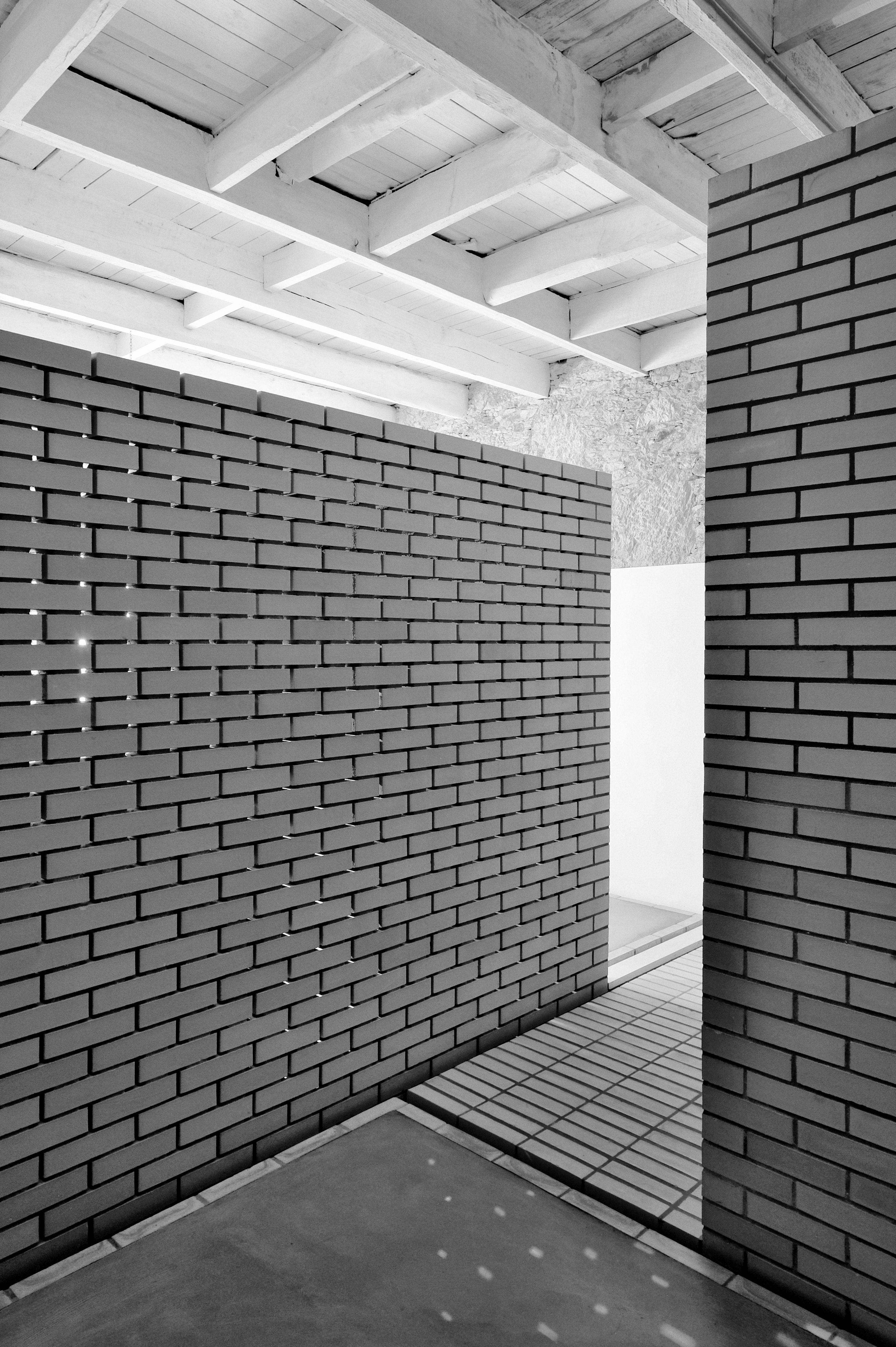 Requalificação do Espaço 355 | 10 Dedos Valentes Arquitectura http://goo.gl/NTzTlR  Klinker Face Brick #EN http://goo.gl/VXIoUx Tijolo Face à Vista Klinker #PT http://goo.gl/mWBDIJ  #klinker #brick #tijolo #arquitectura #arquitetura #architecture