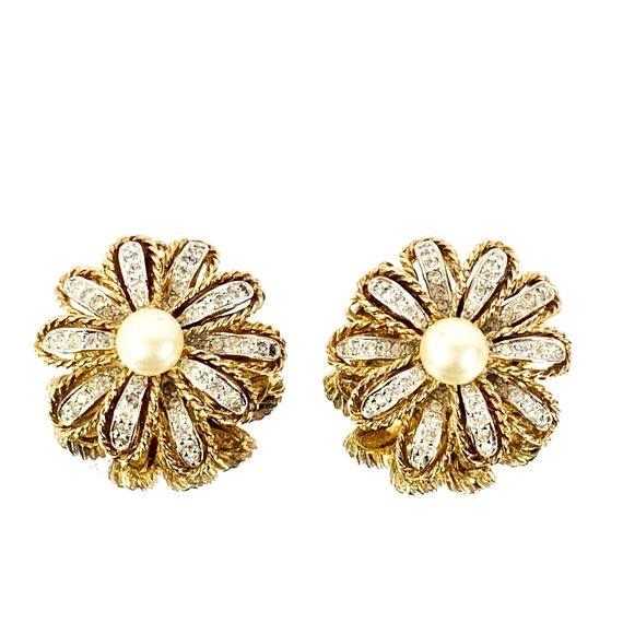 Elegant Art Deco Design Holiday Party Earrings Bridal Earrings Lovely Vintage Clear Rhinestone Clip On Earrings in Silver Toned Setting