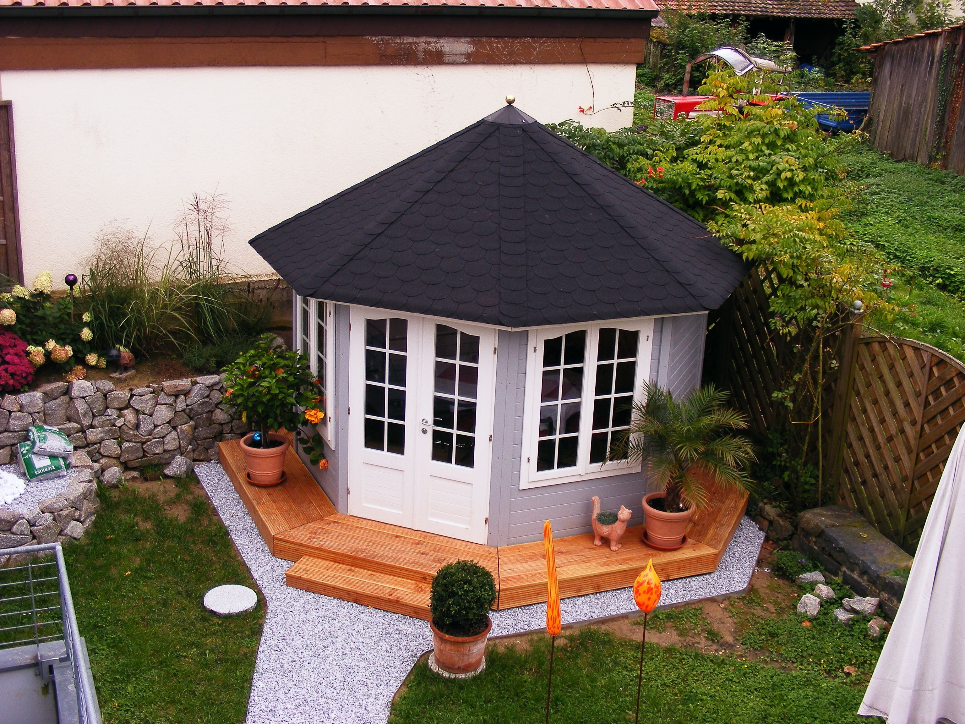 Gut gemocht Gartenpavillon in Grau und Weiß, umgeben von einer modernen JI05