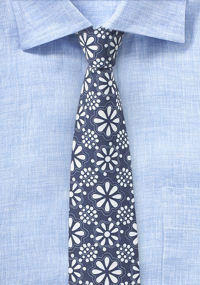 Dunkelblaue Krawatte mit Blümchen-Stil