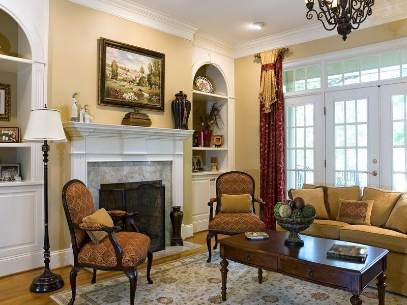 traditional living room wall decor