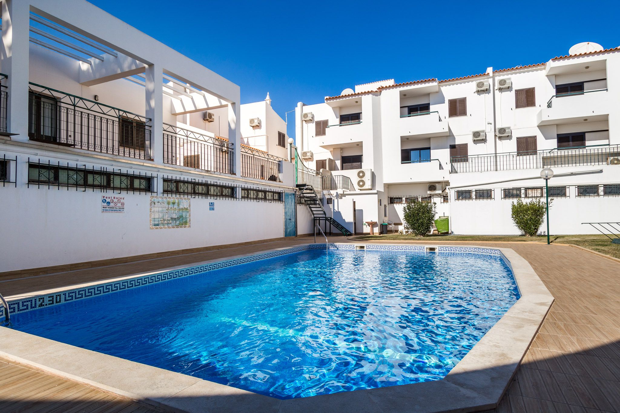 Ethnic Green Apartment in Albufeira. Holiday Destinations. Where to stay in Albufeira. Vacation Rental in Albufeira. Alojamento local in Albufeira. // WarmRental // Find more: http://www.warmrental.com/ethnic-green-duplex-apartment-albufeira/l.941
