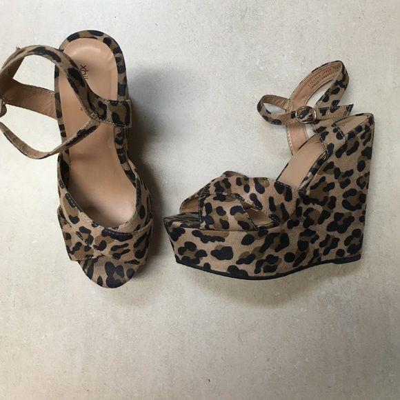 Animal print platform Xhilaration 5.5 in heel. Brown and black print. Felt material SZ 7 Xhilaration Shoes Platforms