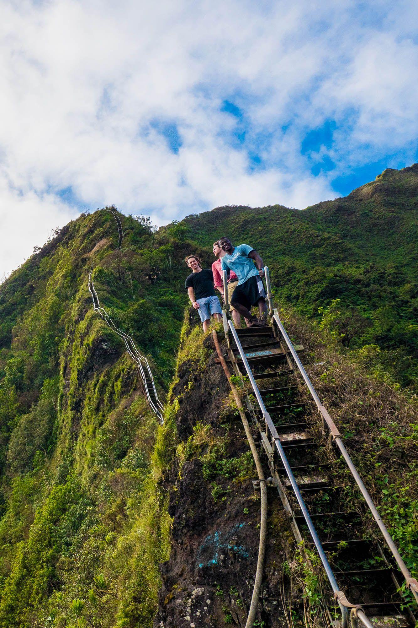 How to Climb the Stairway to Heaven / Haiku Stairs, Hawaii