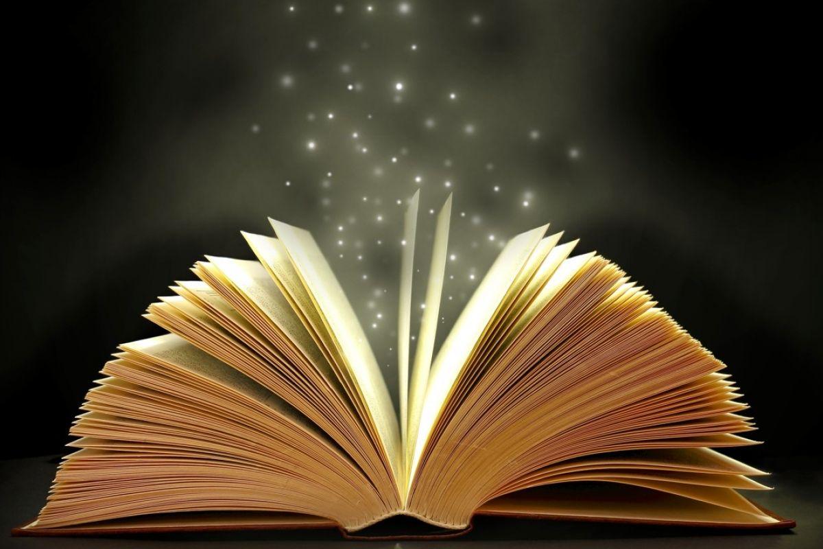 How many have you read? 🤓📚📇 #readingisfundamental #books #blog #blogger #astridian #reading #novels #article