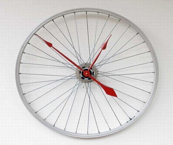 Relógio feito com aro de bicleta