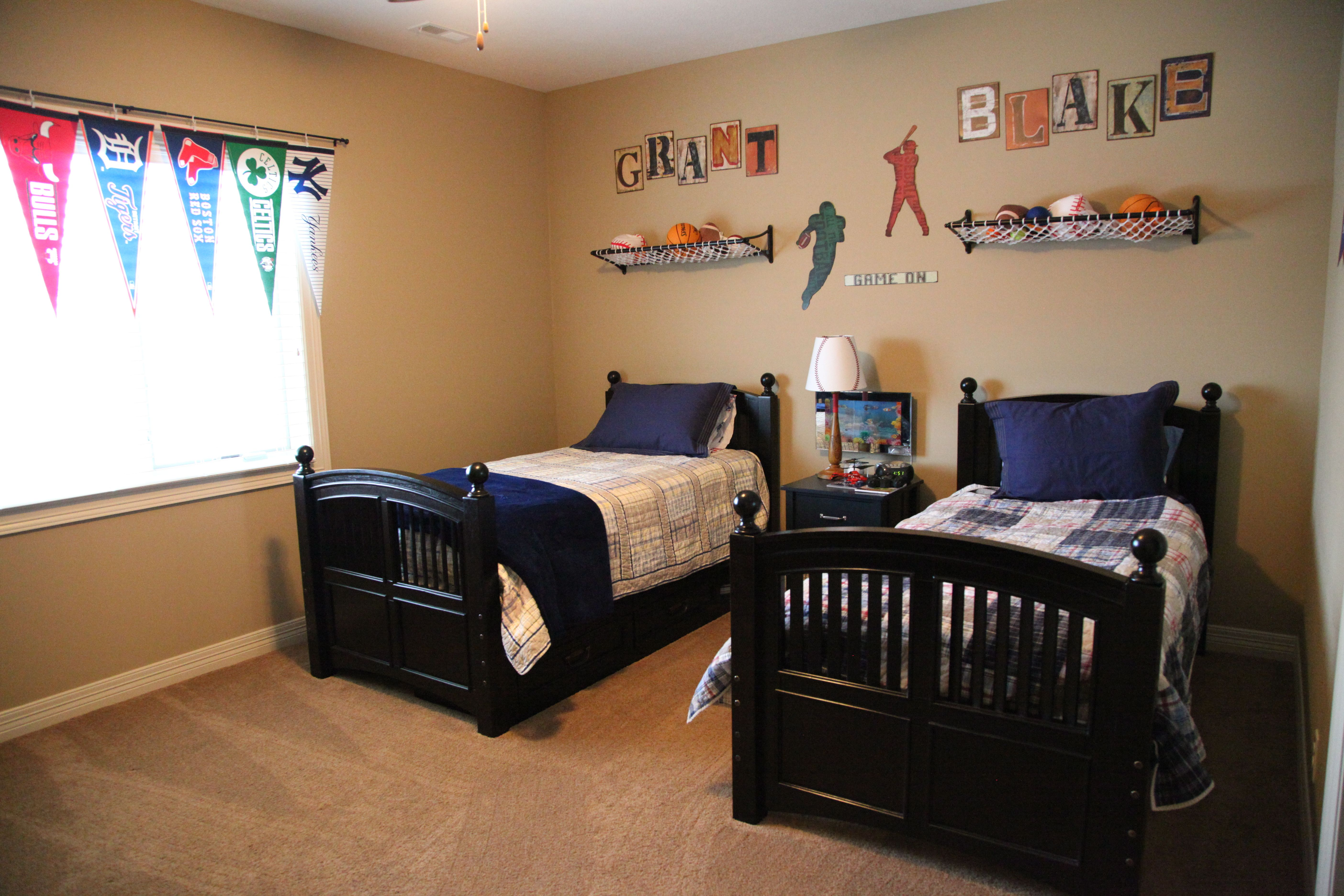 Two Boys For One Room Both Have A Passion For Sports But Love Different Teams Kid Bedroom Boys S With Images Boys Bedroom Decor Kids Sports Room Sports Themed Room