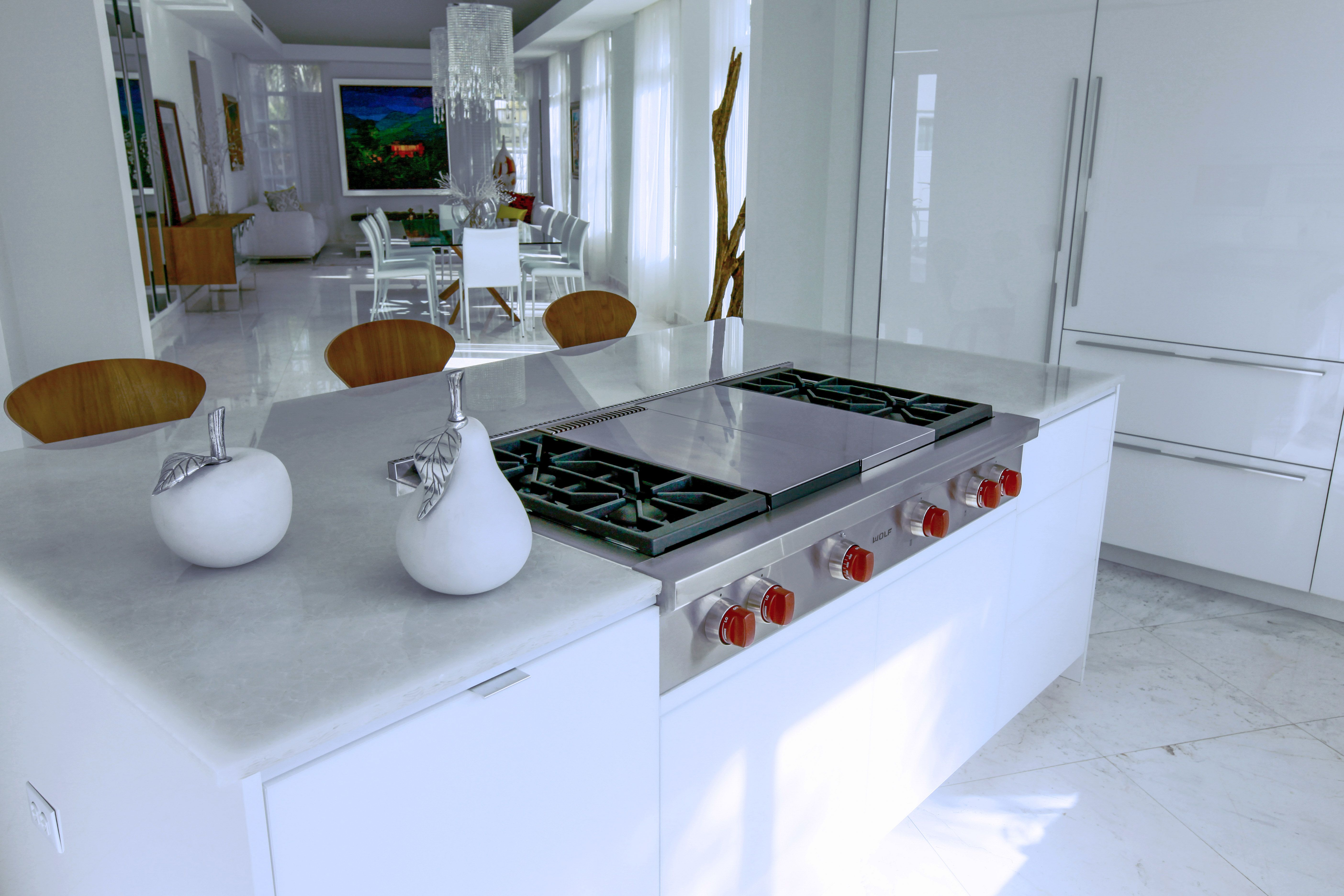 Want a modern kitchen that shines? Get RAUVISIO crystal glass ...
