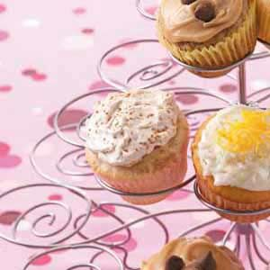 Cinnamon Cupcakes Recipe.... a friend made these for a potluck and they were amazing!