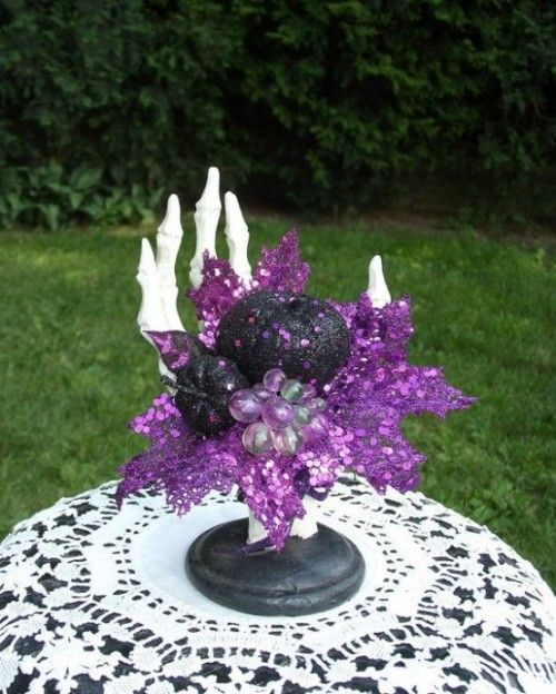 awesome-purple-halloween-decor-ideas-35-554x692 Halloween - good halloween decoration ideas