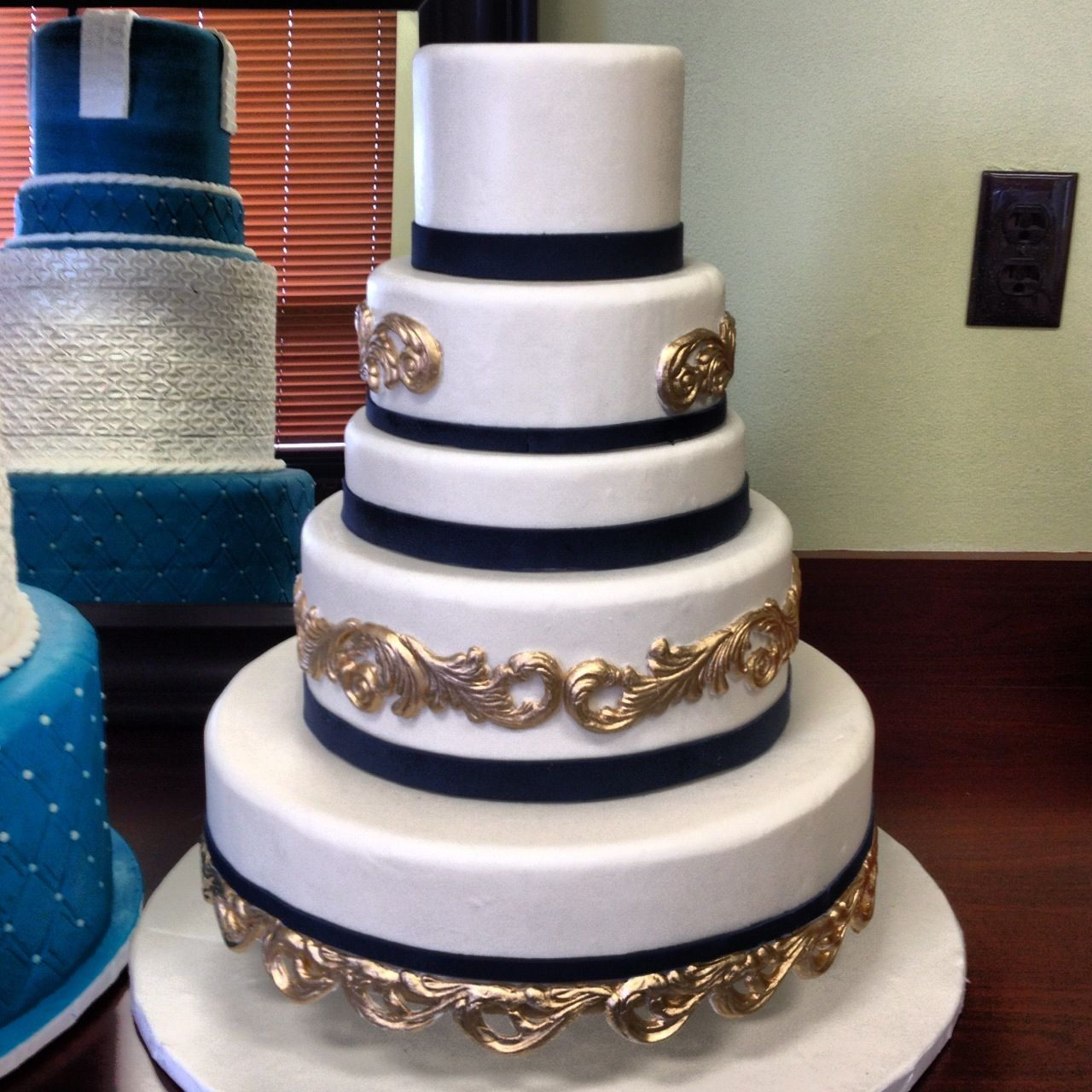 blue gold wedding cakes i the navy blue and gold on this cake fondarific 11987