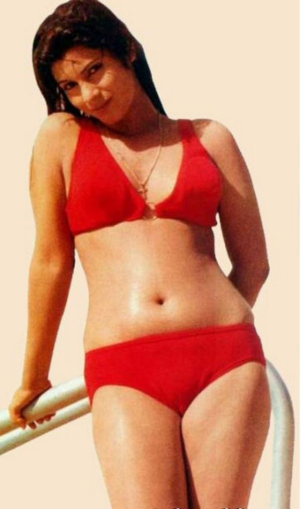 Dimple Kapadia In Bikini