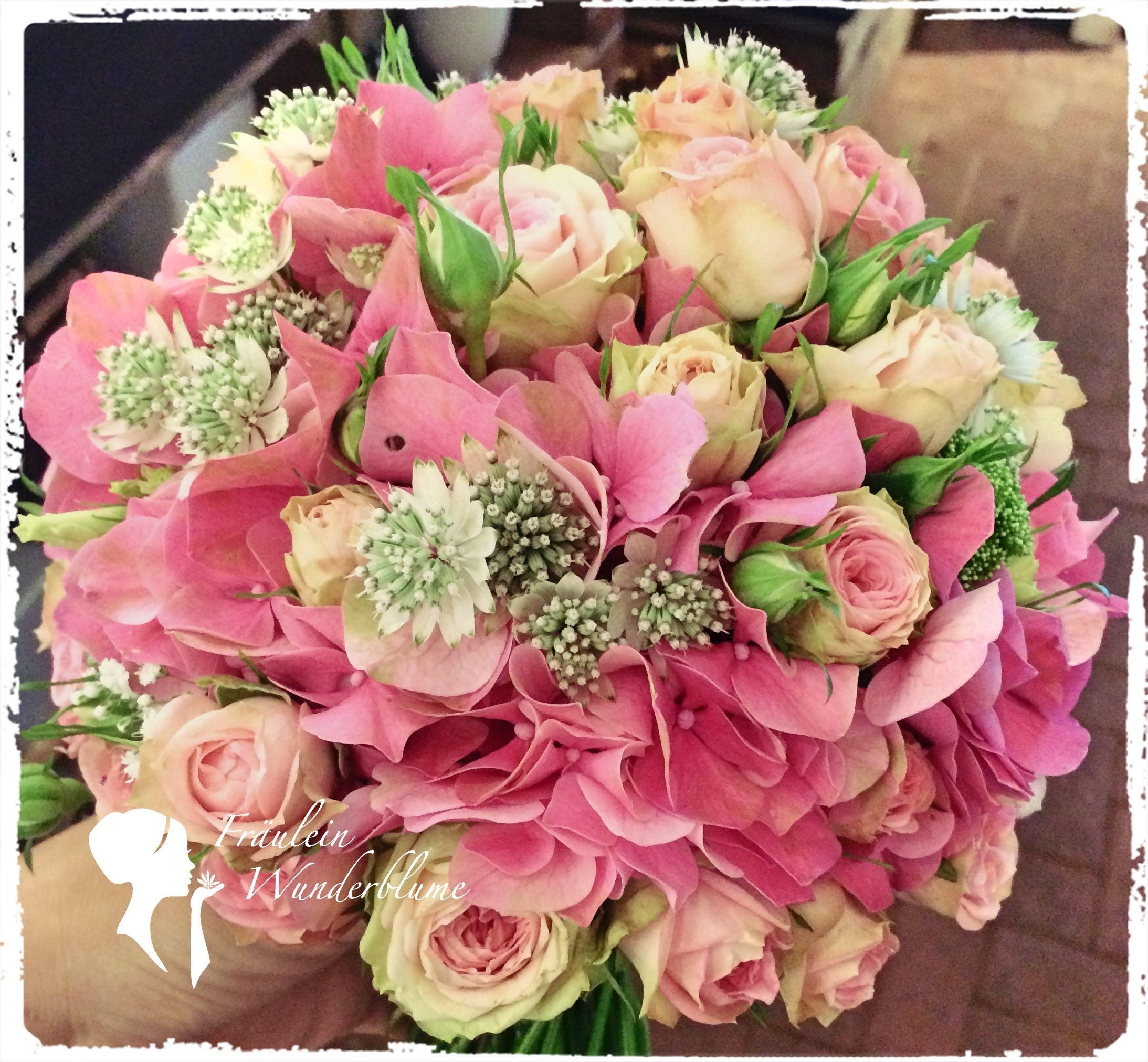 Brautstrauß aus Hortensien, Rosen und Astrantia - so schön kann der Sommer sein! #bridalflowerbouquets