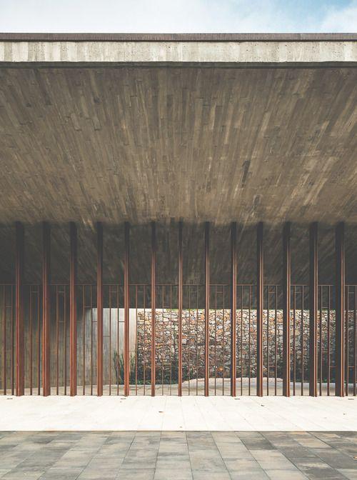 Tanatorio Sant Joan Despí, Batlle i Roig Arquitectes, poured concrete canopy with metal facade