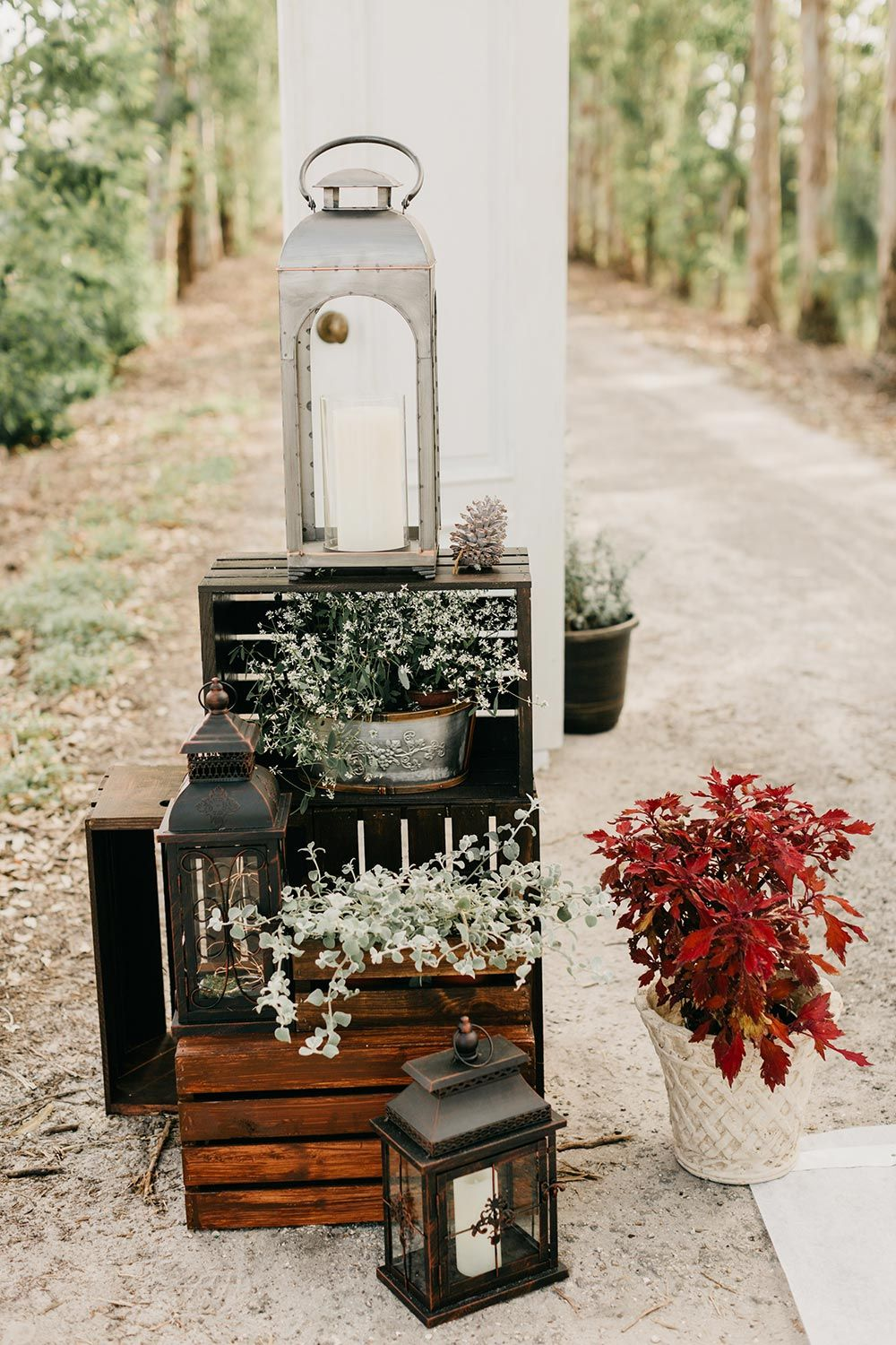 Cranberry Hued Winter Wedding With A Spectacular Ceremony Backdrop cranberry hued winter wedding with a spectacular ceremony