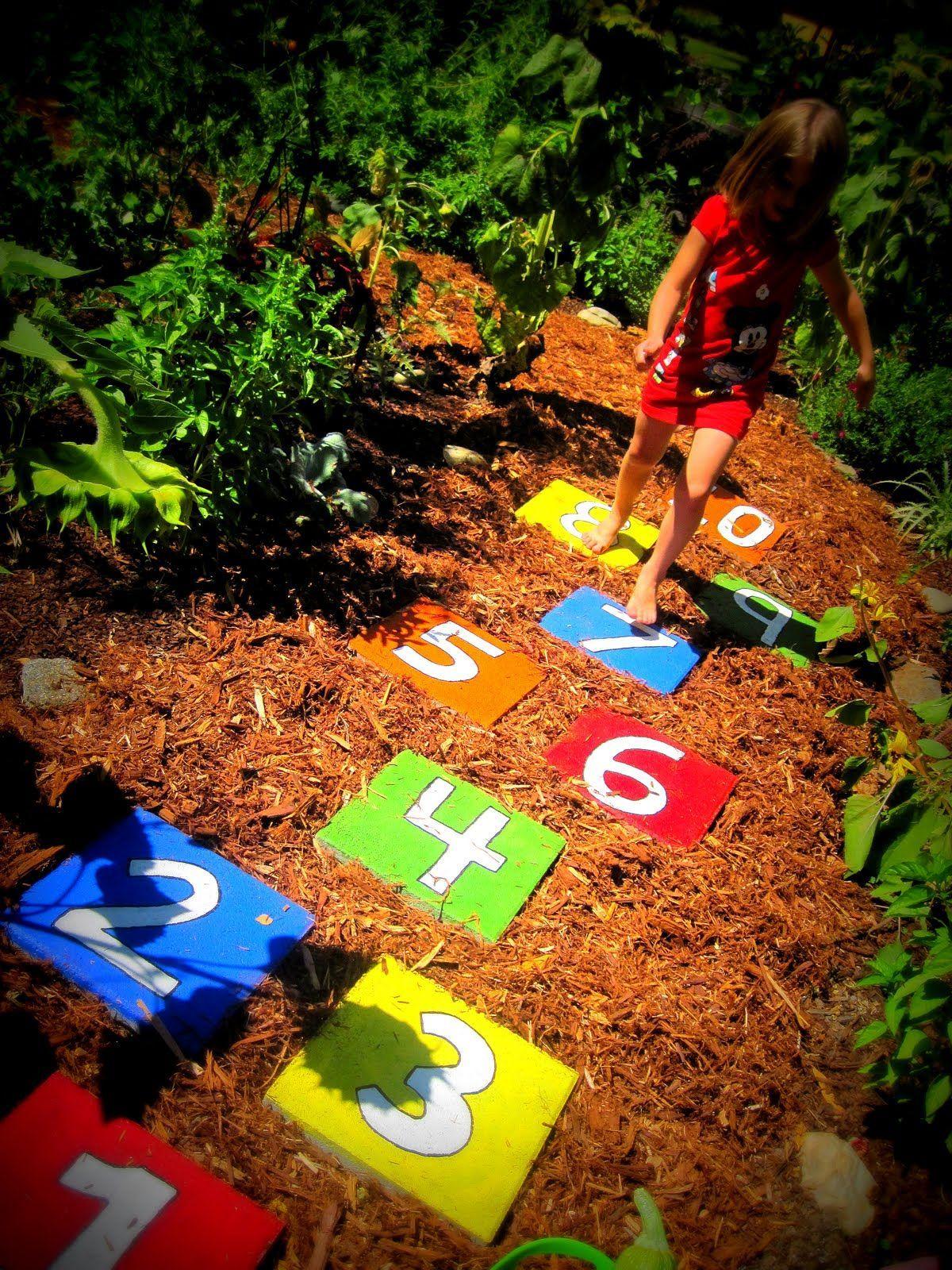 20 Beautiful Diy Stepping Stone Ideas To Decorate Your Garden Spiele Für Draußen Spiele Im Garten Draußen