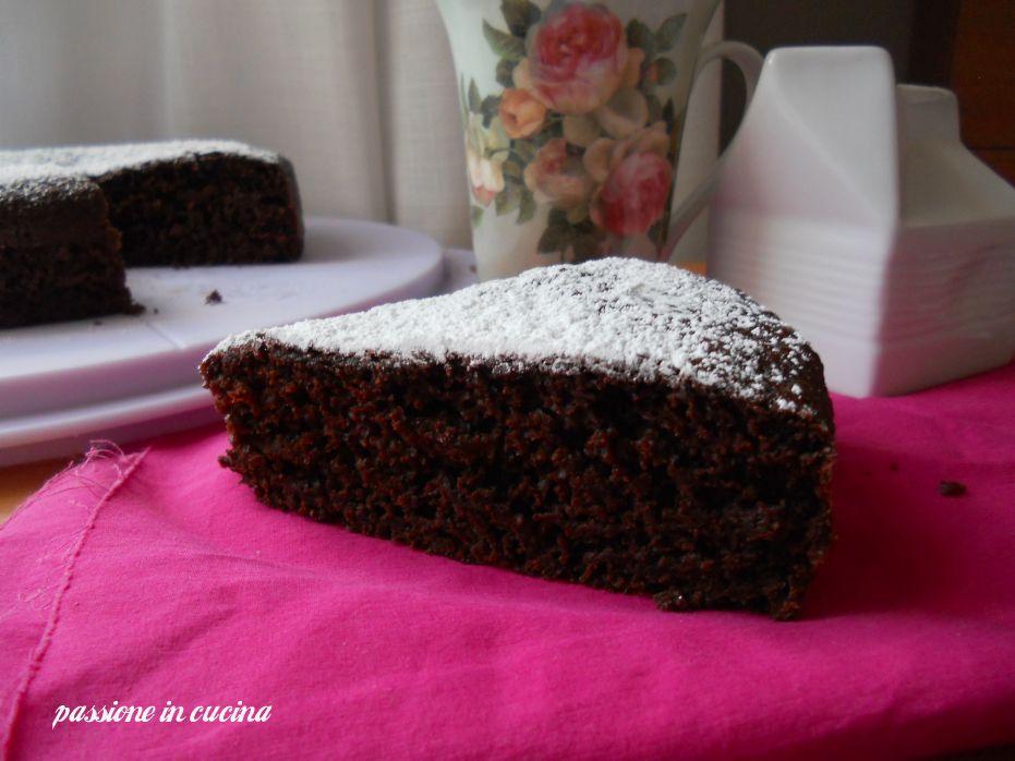 Dolce pomeriggio a tutti con questa TORTA AL CIOCCOLATO SENZA UOVA E SENZA BURRO DI ANGY http://blog.giallozafferano.it/cuinalory/torta-al-cioccolato-senza-uova-di-angy/