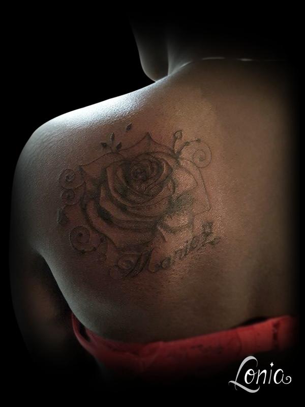 tatouage lonia tattoo rose fleur peau noire ornements marie tattoos pinterest piercing and. Black Bedroom Furniture Sets. Home Design Ideas