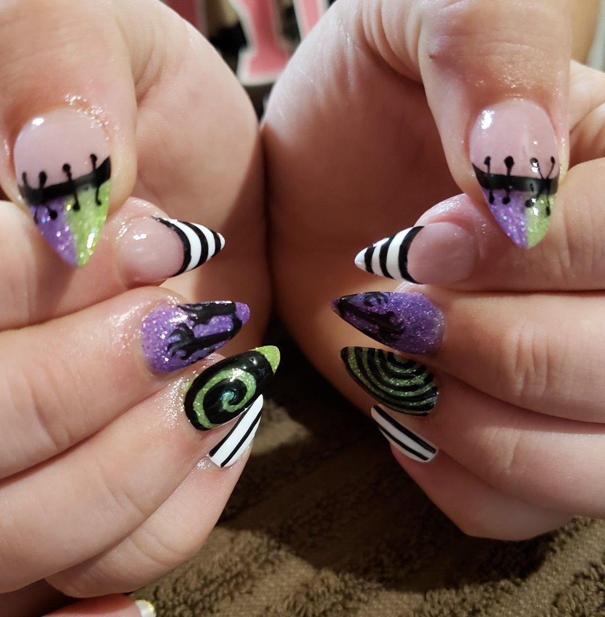 Beetlejuice nails by Lyndell | Halloween nail designs ...