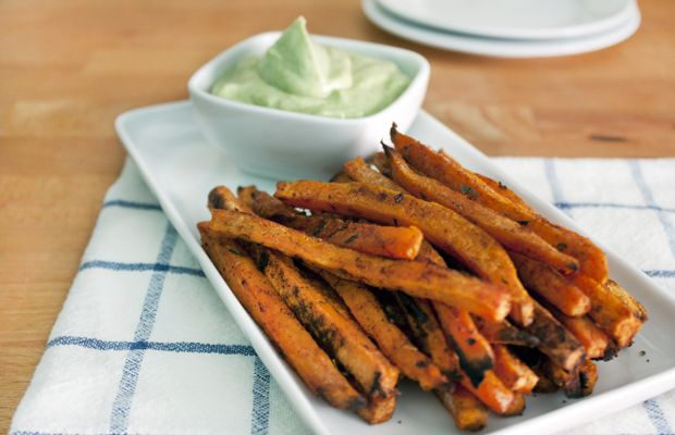 Healthy Baked Sweet Potato Fries--The perfect thing to reach for when you want a healthy way to get more energy | Get your vitamin B6 for ENERGY | Tips Via The Nutrition Twins @DailyBurn
