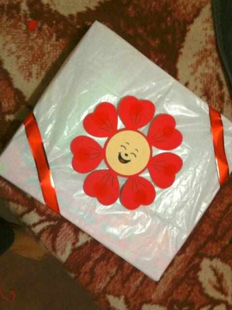 Envuelve tu regalo con papel china, y decora con alguna figura en ...
