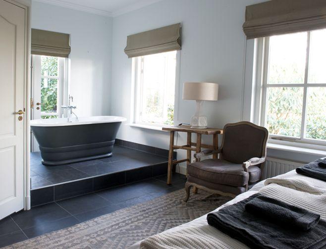 Luxe slaapkamer met badkamer en vrijstaand ligbad in de kamer   Yogabee   Domburg   Pinterest
