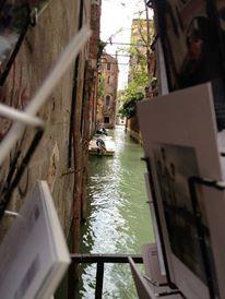 Canal-ing through postcards